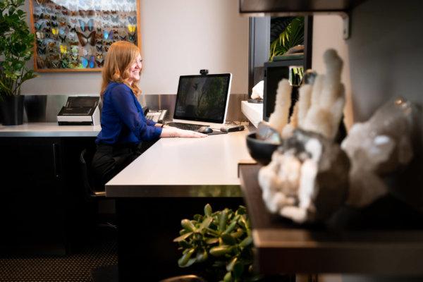z_PMP4326-20200608151115 Melissa Front Desk